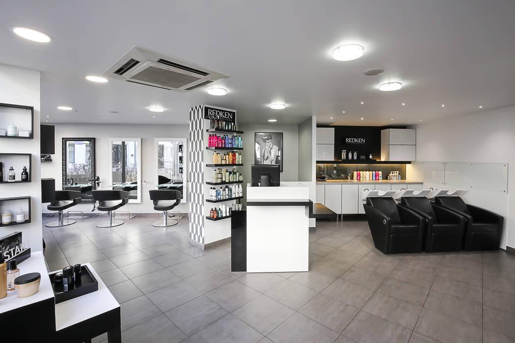 SALON HAIR CUT : Locaux commerciaux & Magasins de style  par AUDE SWEET HOME