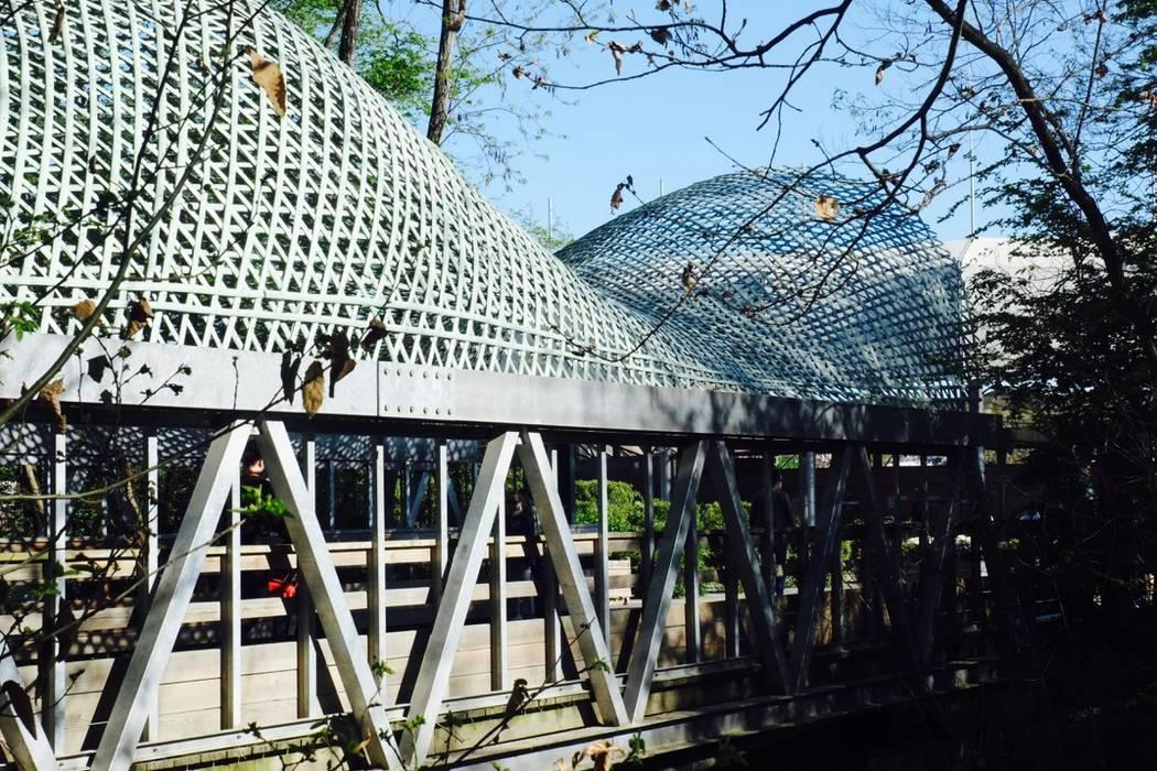Couverture d'une passerelle piétonne en bambou - Terra Botanica: Musées de style  par Déambulons