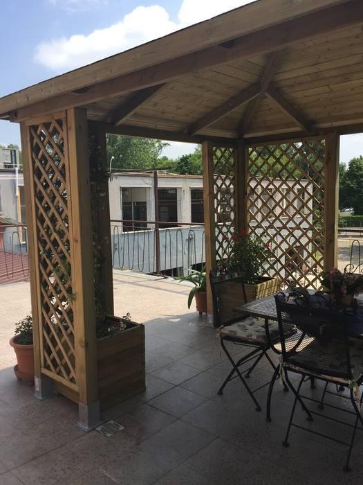 Grigliati in legno rinforzo gazebo su terrazzo giardino for Grigliati terrazzo