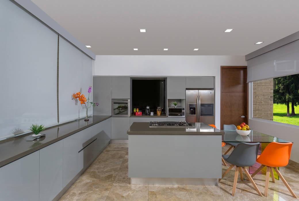 Cocina Armony - Proyecto terminado Atelier Casa: Cocinas de estilo  por ATELIER CASA S.A.S