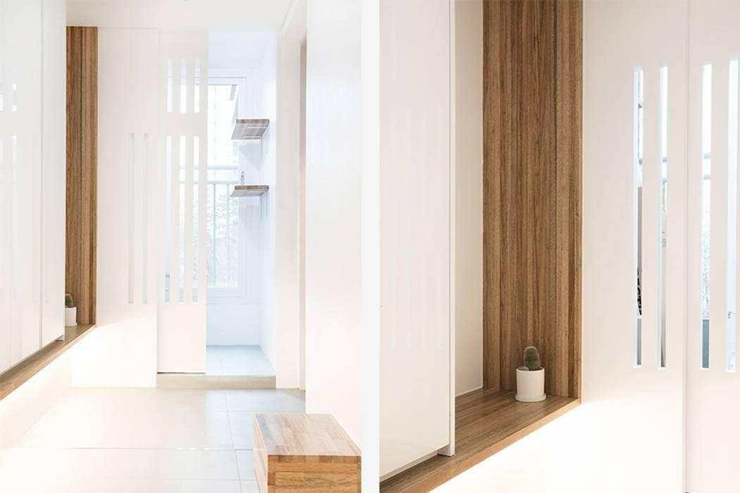 Modern corridor, hallway & stairs by 지오아키텍처 Modern