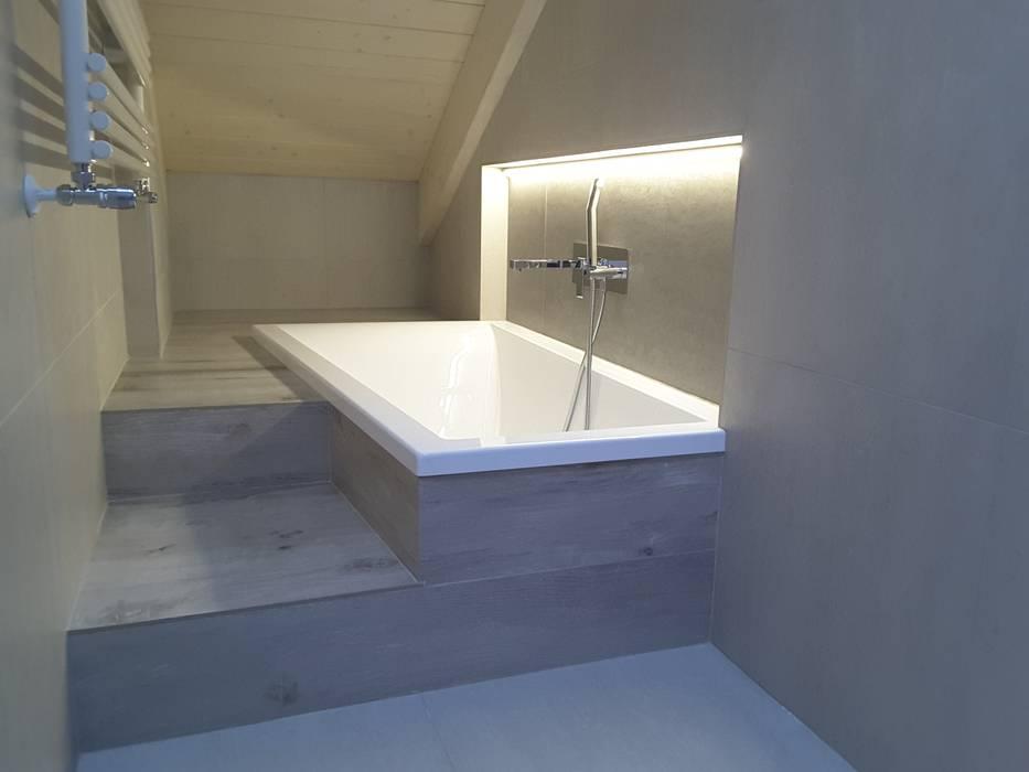 Casa Savada: Bagno in stile in stile Moderno di STUDIO TIZIANA GERARDI