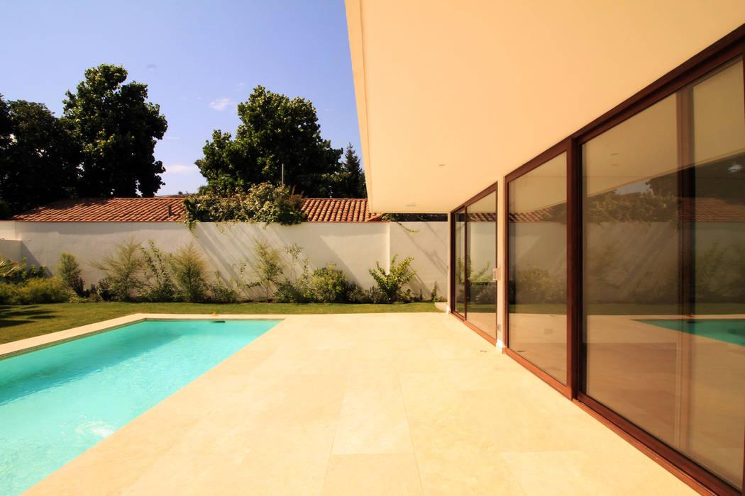 Terraza Piscinas de estilo mediterráneo de Carvallo & Asociados Arquitectos Mediterráneo