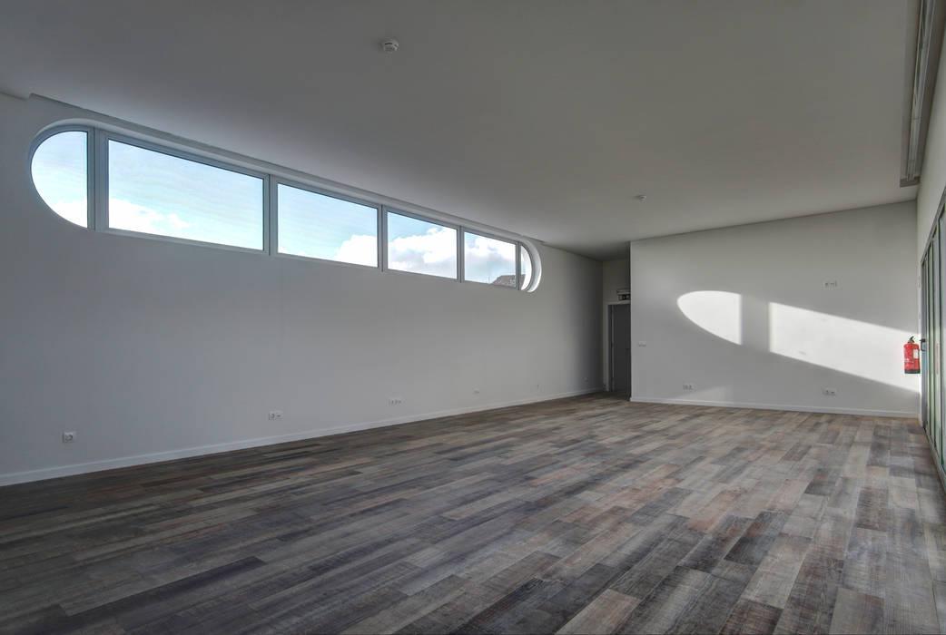 Salas de estilo moderno de RC Consultores Moderno