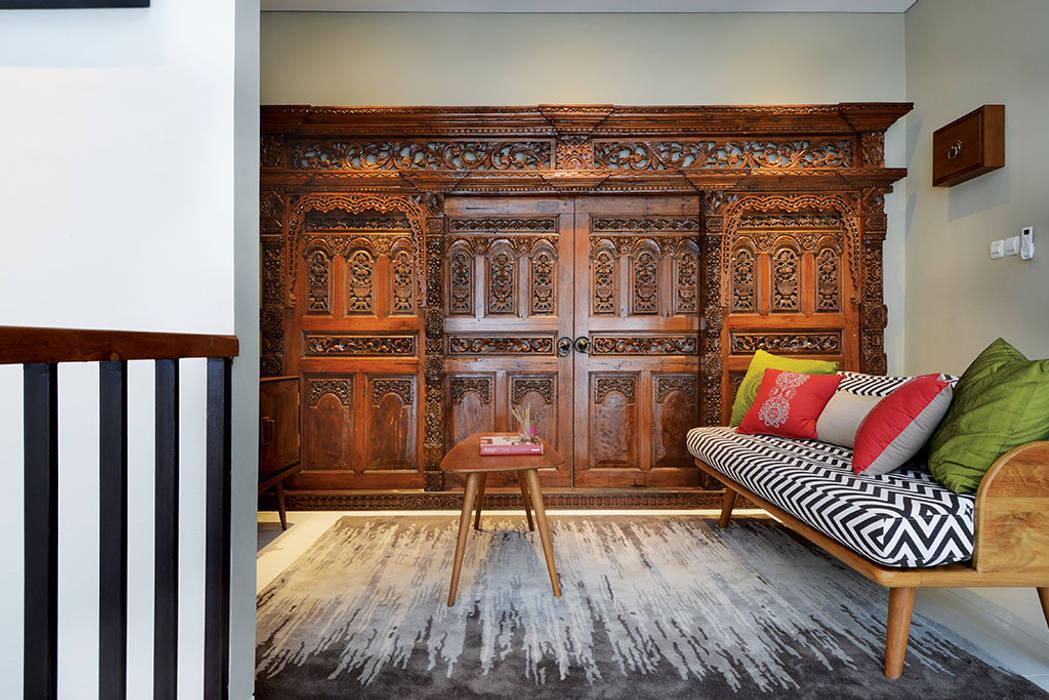Interior Residential - Lanata 2 Residence: Ruang Keluarga oleh RANAH, Eklektik