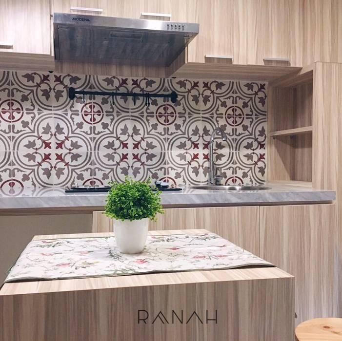 Cocinas de estilo moderno de RANAH Moderno