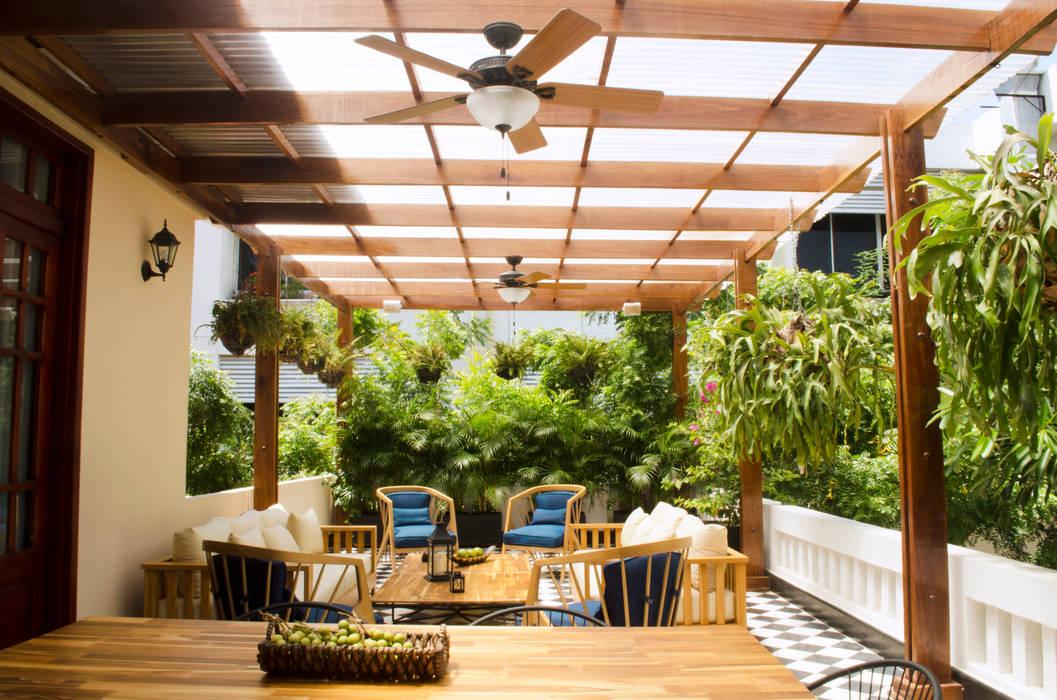 CASA 74 Balcones y terrazas de estilo rústico de RCRD Studio Rústico