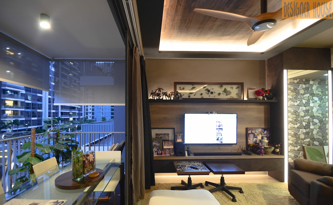 Living to Balcony:  Living room by Designer House