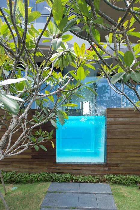 Swimming Pool: Rumah oleh E&U,