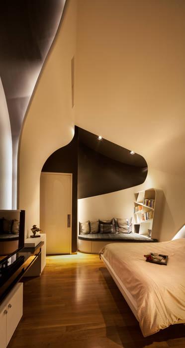 Bedroom: Kamar Tidur oleh E&U,