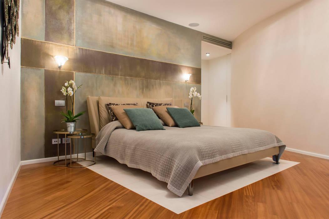 Vista della camera padronale con murales d\'autore: camera da letto ...