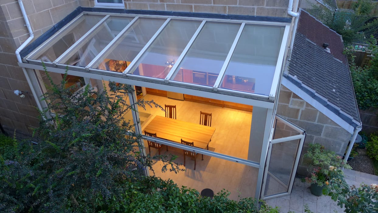 Kitchen diner in glass side return extension.:  Skylights by Style Within, Modern Glass