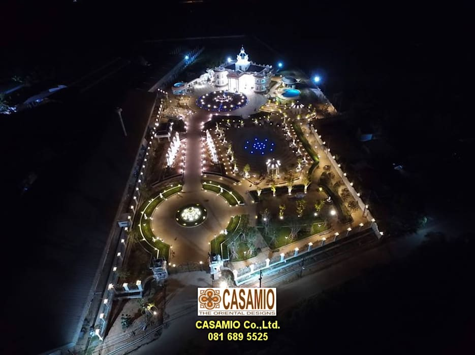 Classic style garden by CASAMIO Co.,Ltd. Classic