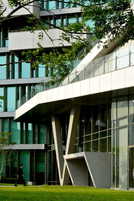 Maisons de style  par 綠野國際建築師事務所