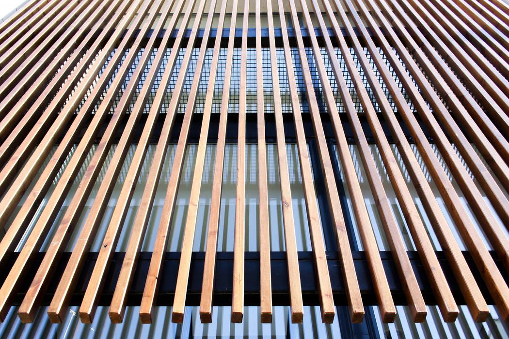 지중해 스타일 학교 by navarro+vicedo arquitectura 지중해 솔리드 우드 멀티 컬러
