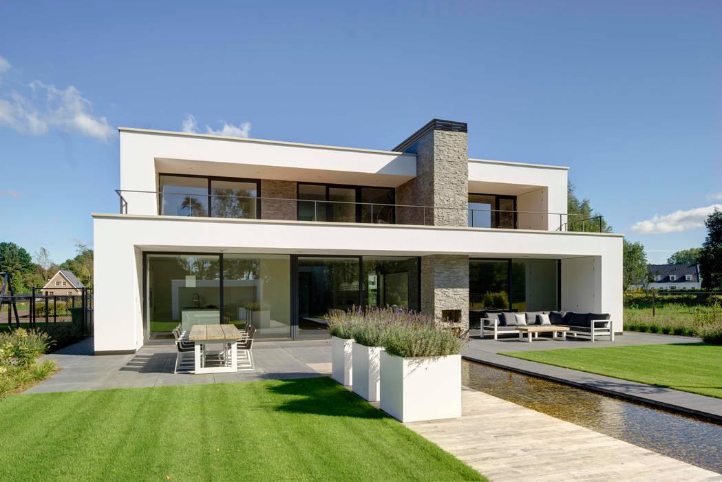 Achterzijde overdag Moderne huizen van Broos de Bruijn architecten Modern