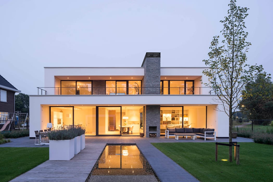 Achterzijde avond Moderne huizen van Broos de Bruijn architecten Modern