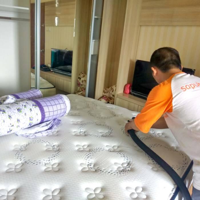 jasa cuci spring bed:  Kamar Tidur by SapuBersih.id