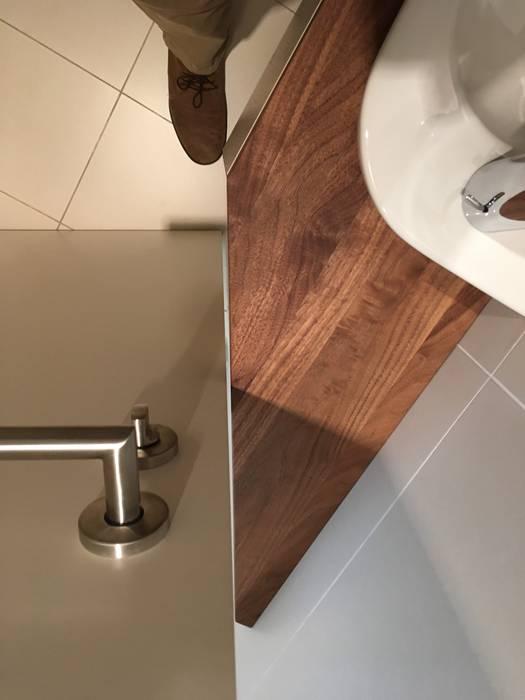 Kleinmöbel toilette: minimalistische badezimmer von atelier körner ...