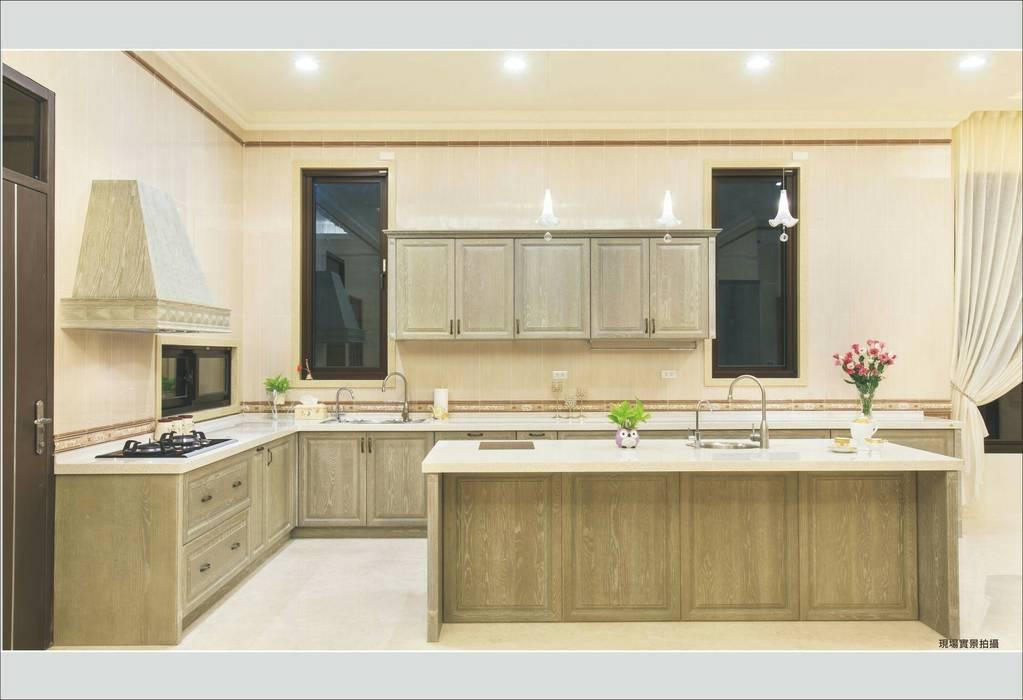 Kitchen by 詠盛興營建機構