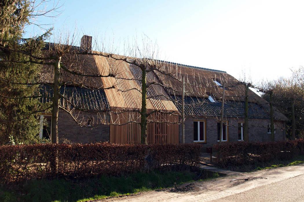 Modern houses by studio suit Modern Wood Wood effect