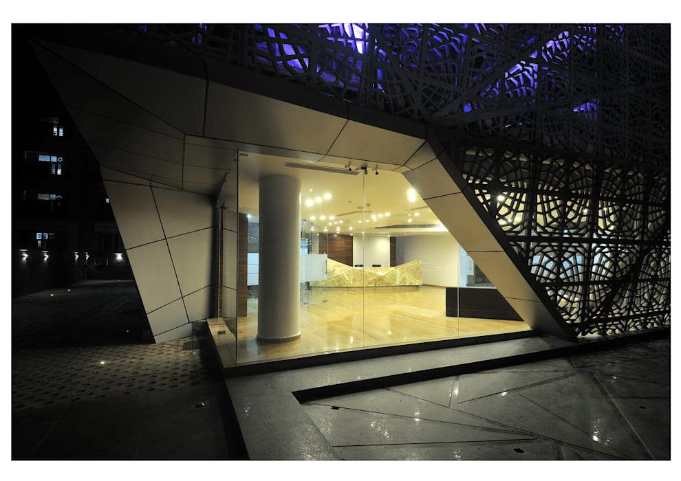 72 SCREENS:  Office buildings by SANJAY PURI ARCHITECTS,