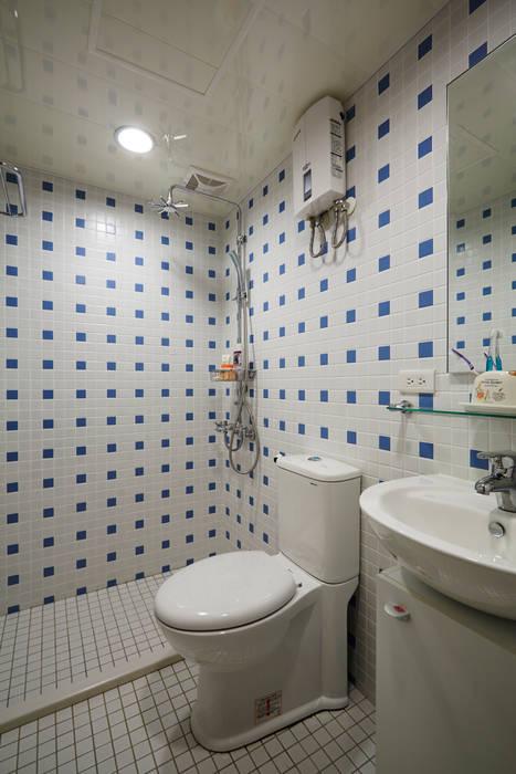Phòng tắm phong cách đồng quê bởi 弘悅國際室內裝修有限公司 Đồng quê Gạch ốp lát