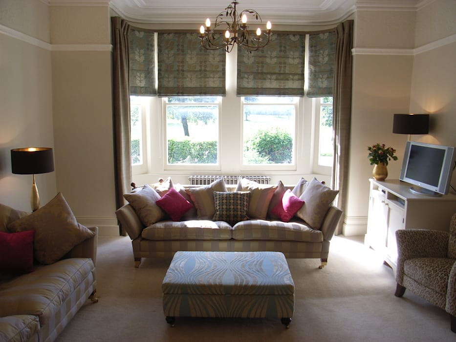 Large Bay Window with blinds and curtains:  Living room by Style Within