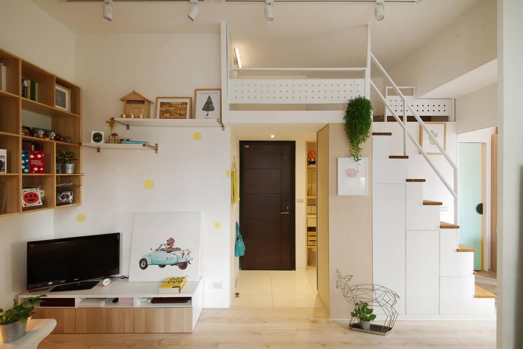 【微米平方】兩人一貓的幸福寓所 Hey! A Lovely Tiny Space. - A couple and a cat, double happiness. 一葉藍朵設計家飾所 A Lentil Design 斯堪的納維亞風格的走廊,走廊和樓梯