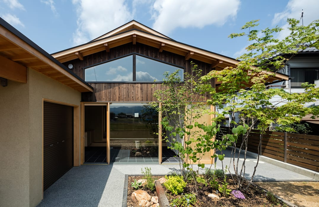景色を楽しむ の 小笠原建築研究室 モダン 無垢材 多色