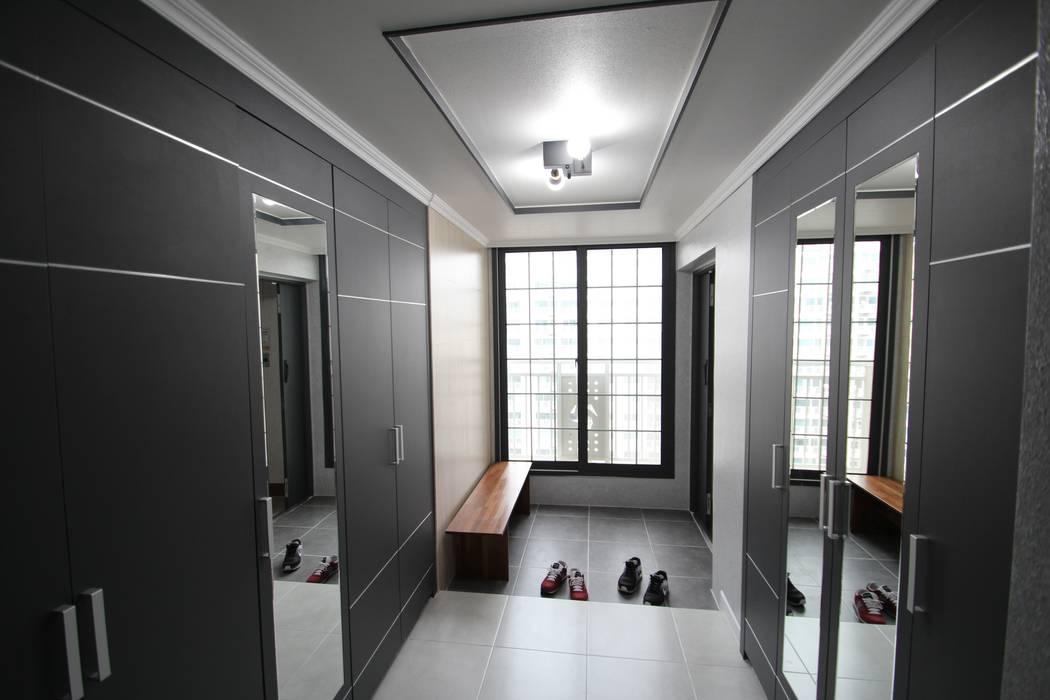 STORY ON INTERIOR Modern corridor, hallway & stairs