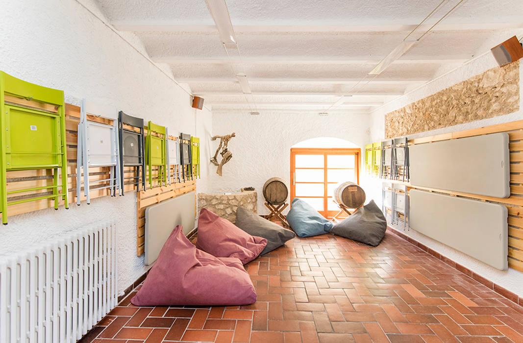 Casa en Sant Pau d'Ordal: Garajes de estilo  de Silvia R. Mallafré, Moderno