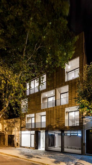 Edificio Tucumán: Casas de estilo  por Garnerone + Ramos Arq.
