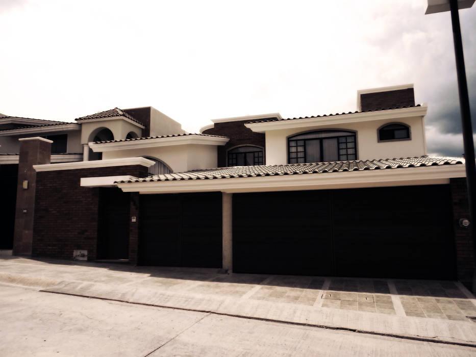 CASA-LG Casas clásicas de homify Clásico