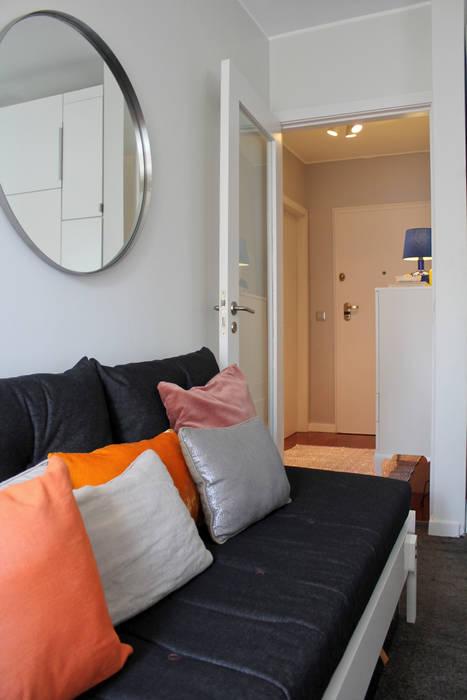 Living room by Tangerinas e Pêssegos - Design de Interiores & Decoração no Porto