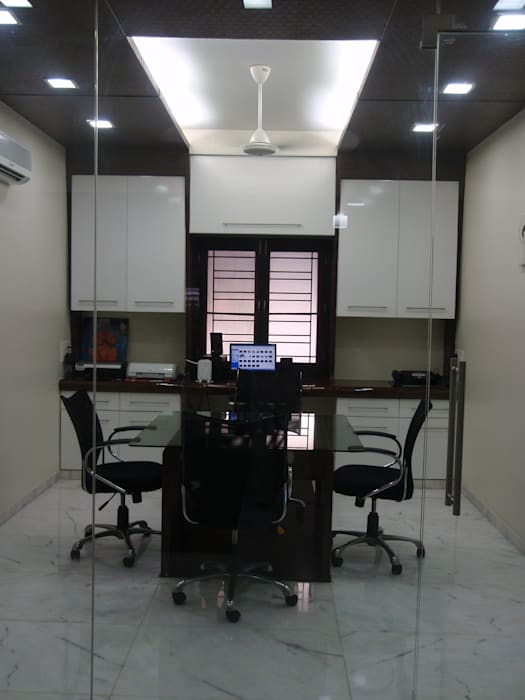 Home office for VIP clients..:  Media room by sahanas creations architects
