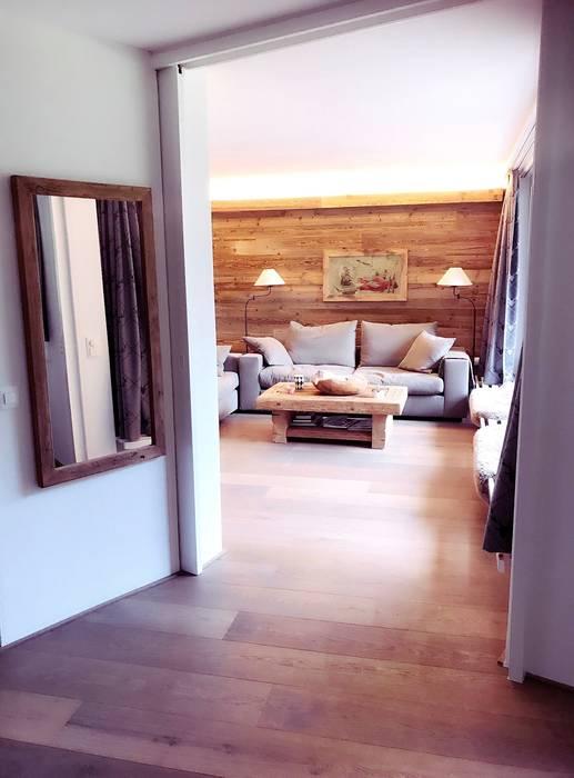 Kompletter Umbau Und Inneneinrichtung : Landhausstil Wohnzimmer Von  Edelwiis Holzmöbel