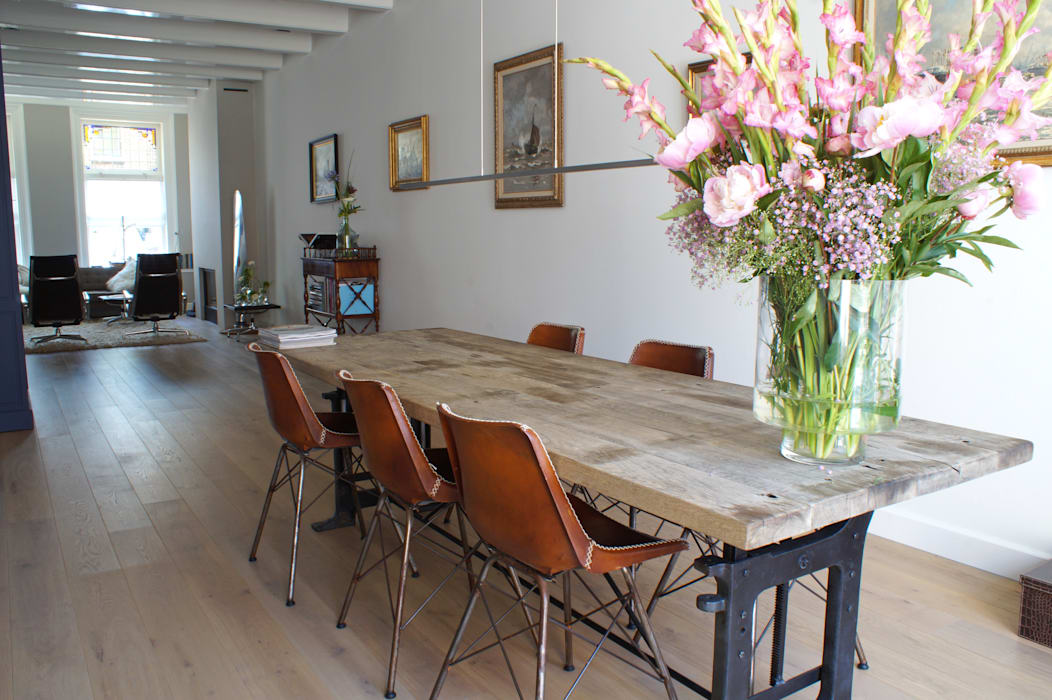 Dining room by studio architecture, Eclectic Wood Wood effect
