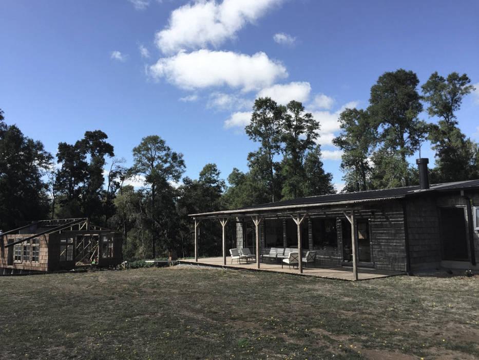 Fachada RENOarq Casas de estilo rústico Madera maciza Acabado en madera