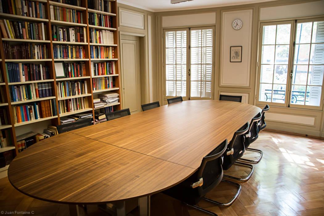 Oficina con Biblioteca de RENOarq Clásico Madera Acabado en madera