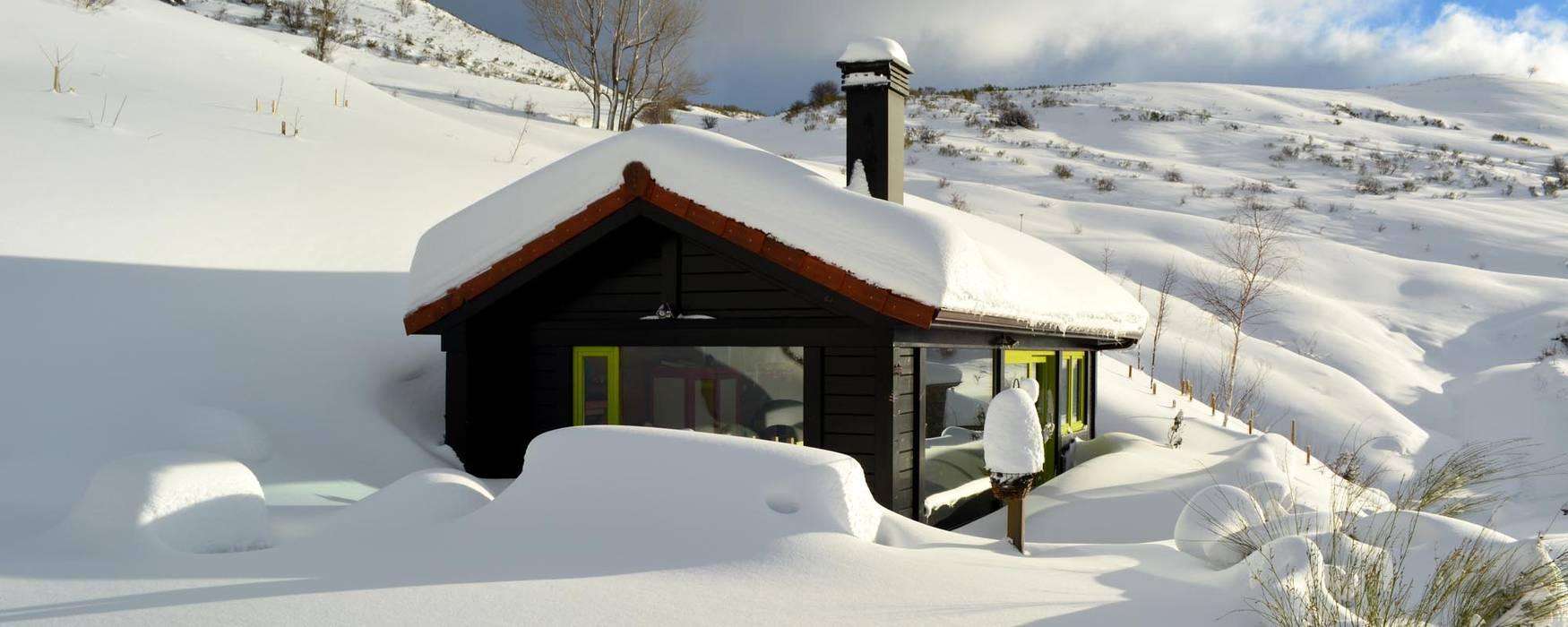 Гостиницы в стиле кантри от Rusticasa Кантри Твердая древесина Многоцветный