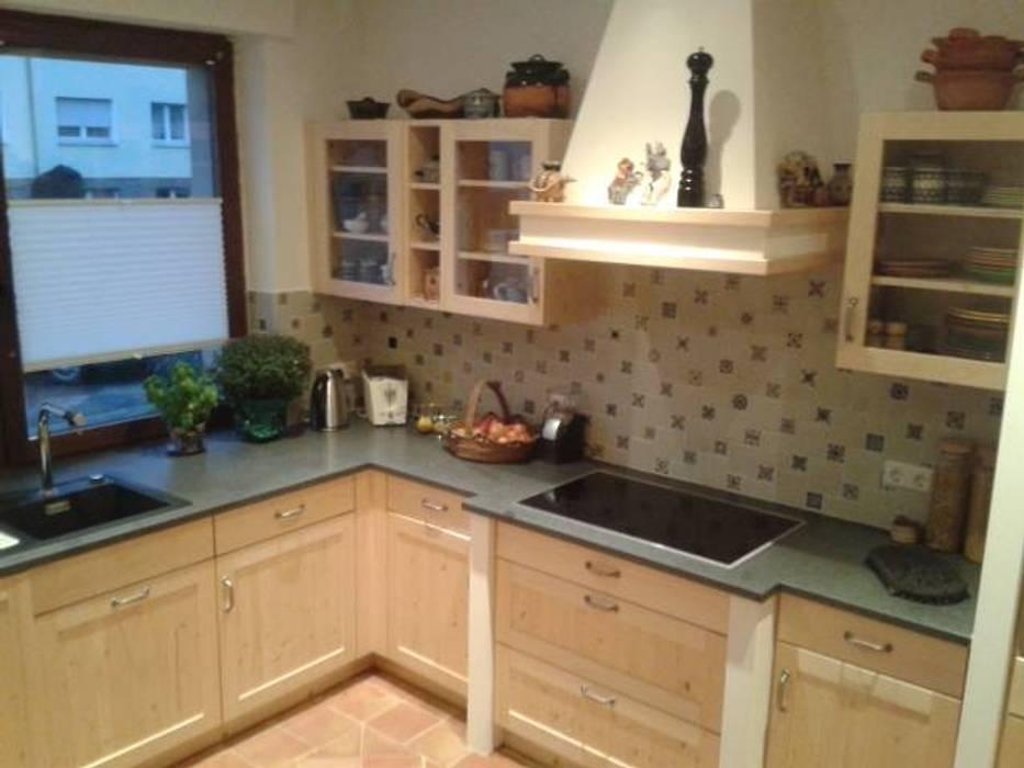 Landhausküche aus massivholz und granit-arbeitsplatte ...