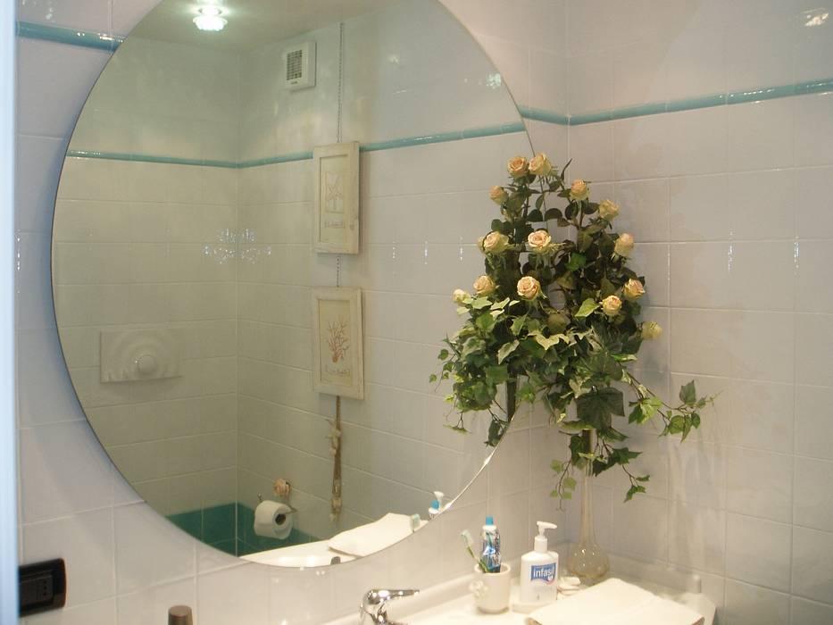 Specchio rotondo senza cornice: bagno in stile di mobili donda homify