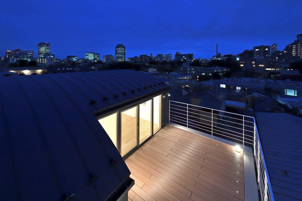 Balcone, Veranda & Terrazza in stile minimalista di homify Minimalista Legno Effetto legno