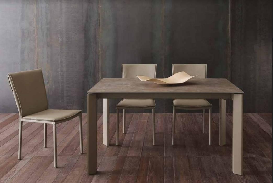 Sedie Sala Da Pranzo Ecopelle : Tavolo in ceramica gress porcellanato con sedie in ecopelle