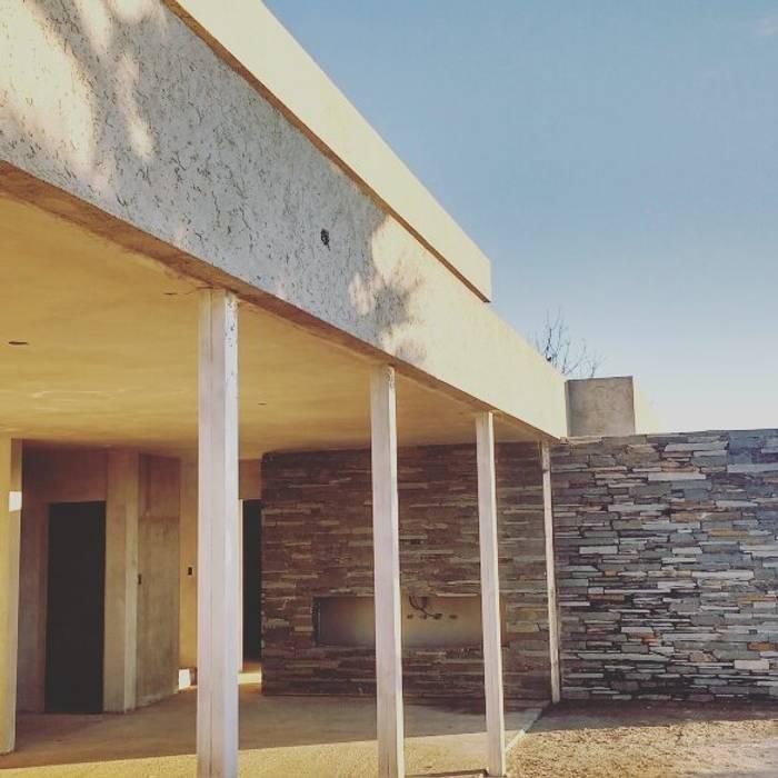 Vivienda GS | living-comedor : Jardines de estilo  por Arquitecto Nicolás Mora