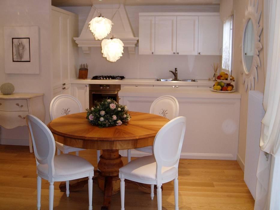 Cucina classico contemporaneo, bancone, tavolo in noce ...