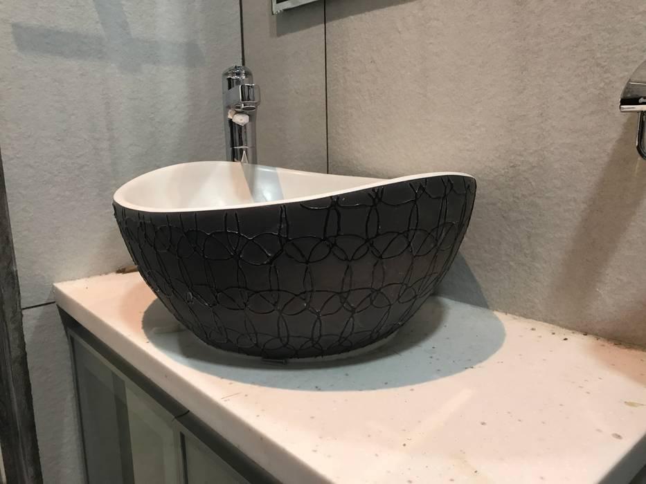 Luxury Interior Design 3 BHK Flat Nabh Design & Associates Minimalist bathroom Ceramic
