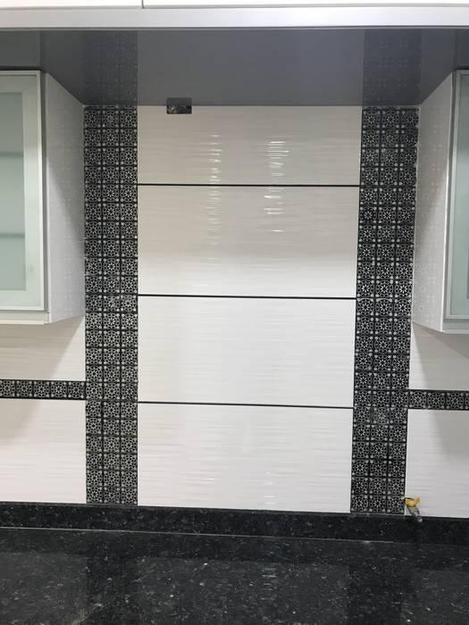 Luxury Interior Design 3 BHK Flat Nabh Design & Associates Minimalist kitchen Ceramic
