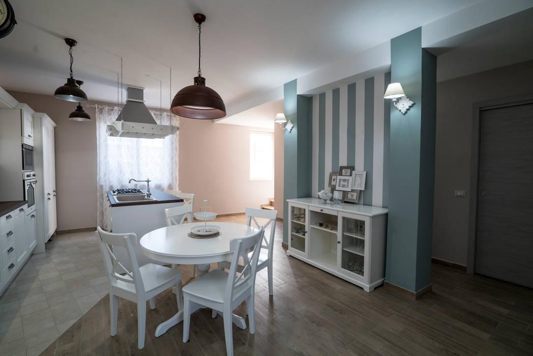 Carta Da Parati A Righe Shabby : Appartamento stile shabby chic rustico sala da pranzo in stile di